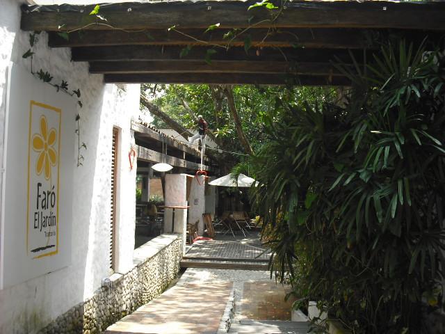 Faro el jardin cali restaurante mediterr nea degusta for Faros para jardin