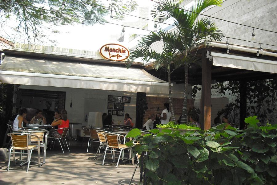 Monchis by coky cali restaurante internacional degusta for Arriendos en ciudad jardin sur bogota