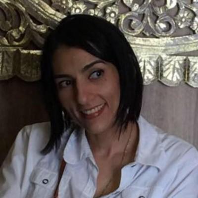 Aura C.