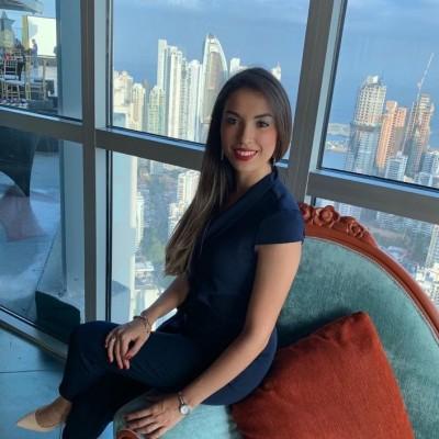 Laura Alejandra J.