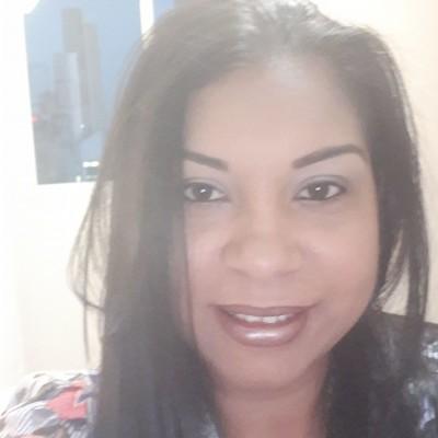 Ivette L.