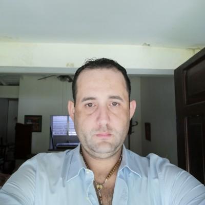Eduardo V.