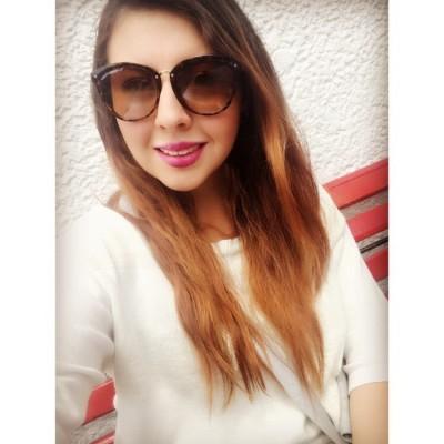 Maria Paula R.