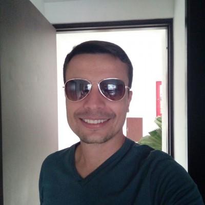 Carlos A H.