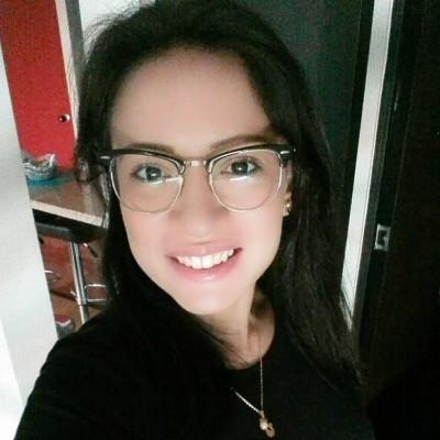 María F.