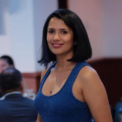 Isabela E.