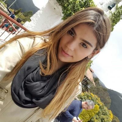 Ana Gabriela L.