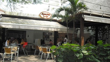 Monchis by coky restaurante degusta for Barrio ciudad jardin cali